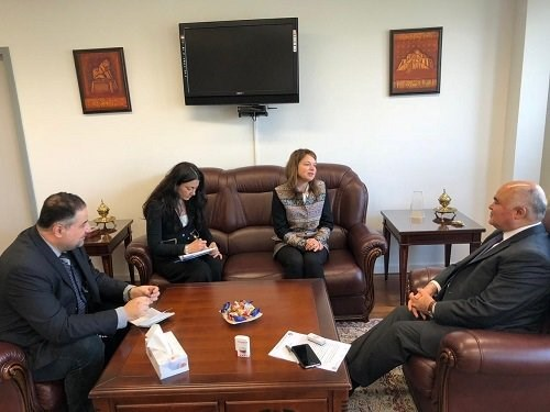 New Chief of Human Rights Office of UNAMI and Representative of UN High Commissioner for Human Rights in Iraq Danielle Bell (center) meets with Permanent Representative and Ambassador of Iraq to the UN Office in Geneva Mouayed Saleh (right). Photo: UNAMI