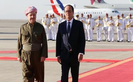 French President Francois Hollande (R) with Kurdish President Masoud Barzani at Erbil international airport during his visit to the Kurdistan Region, September 2014. Photo: AFP