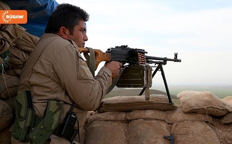 A Peshmerga soldier on the Makhmour front.