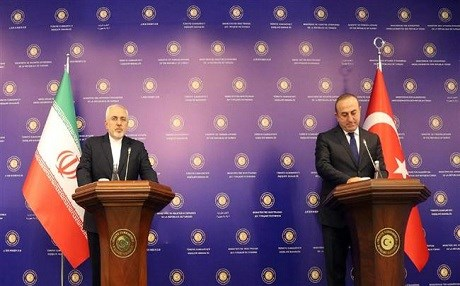 Iranian Foreign Minister Mohammad Javad Zarif and his Turkish counterpart Mevlüt Çavuşoğlu at a press conference held in Istanbul today. Photo: IRNA