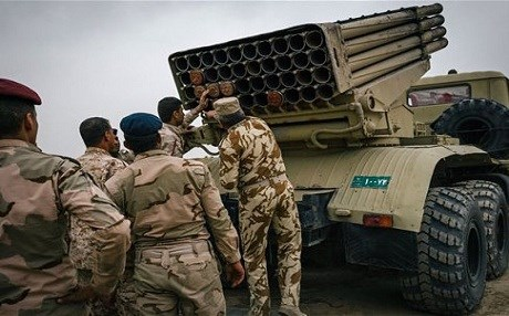 Iraqi army soldiers load a rocket launcher outside Makhmour. Photo: AP