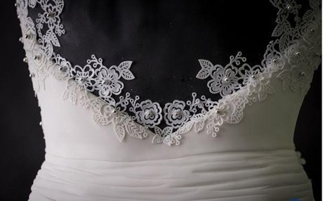 b7bbc9b97cb4c بالصور..عرض فستان زفاف مصنوع من الحلوى فقط للبيع
