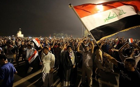 Protesters pressure the Iraqi government to implement reforms. AP photo.