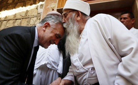 Luis Moreno Ocampo (L), former chief prosecutor of the International Criminal Court, greets Baba Sheikh, Yezidi spiritual leader, in Lalish Temple, during a visit to Duhok on September 1, 2015. Photo: Safin Hamed/AFP