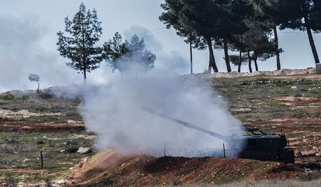 Turkey fires across its border into Syria near the town of Kilis earlier this year. Photo: Bulent Kilic/AFP