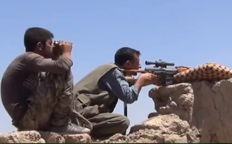 A YPG sniper takes aim at a convoy of Islamist fighters near Seyekaniye. Photo: ANF video