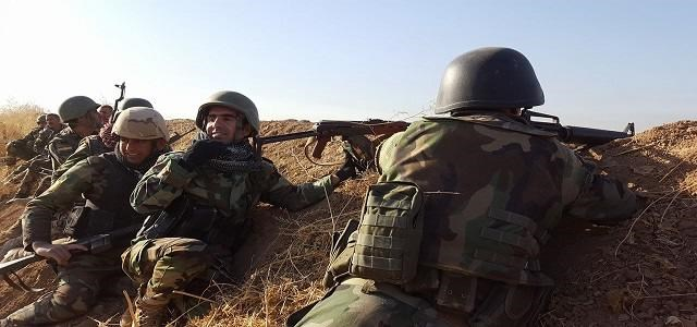 Peshmerga on the Khazir frontline Monday. Photo: Ayub Nuri/Rudaw