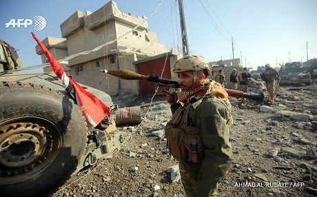 An Iraqi soldier with a rocket-propelled grenade in Mosul. Photo: Ahmad al-Rubaye/AFP