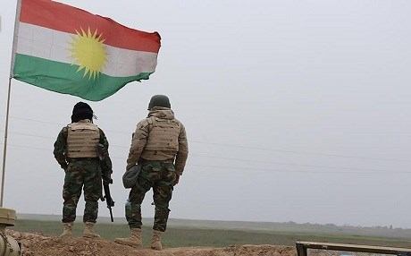 A pair of Peshmerga soldiers on the Makhmour front. Photo: Farzin Hassan/Rudaw