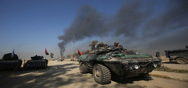 Iraqi forces advance towards the southern Mosul neighborhood of Jawasaq on Friday. Photo: AFP