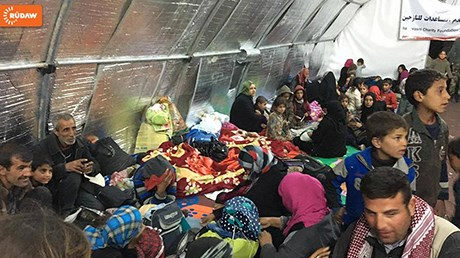 Displaced persons arrive at the Chamakor Camp on the Khazir Front. Photo: Rudaw