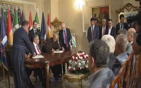 PUK and Gorran officials signing a cooperation agreement in Sulaimani in May 2016 with PUK leader Jalal Talabani seated in between. Photo: Rudaw