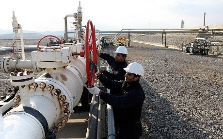 Workers adjust a valve of an oil pipe in Tawke oil field near Duhok. Photo: KRG