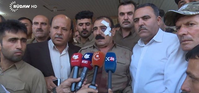Abdulla Bor, a veteran Peshmerga and commander who was wounded fighting ISIS last night, briefs reporters. Photo: Rudaw TV