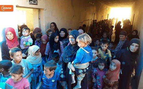 Displaced Iraqis await to be transferred to camps behind Kurdish Peshmerga lines. Photo: Rudaw