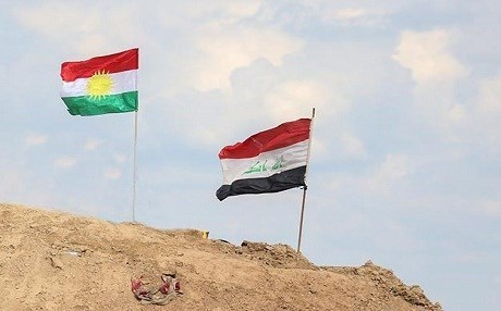Kurdish and Iraqi flags fly side-by-side at the Makhmour front, south of Erbil. Photo: Farzin Hassan/Rudaw.