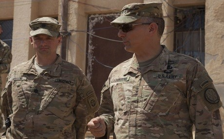 Outgoing commander of Operation Inherent Resolve, US Lt. Gen. Stephen Townsend speaks with a lieutenant colonel in northern Iraq. Photo: Cpl. Rachel Diehm | US Army
