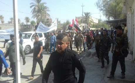Dozens of people including armed men took to the streets of the disputed town of Mandali on September 10, 2017 demanding the Kurdish flag be removed and a vote to join the Kurdish independence referendum by the town council cancelled. Kurdish officials say a unit of the mainly Hashd al-Shaabi organized the protest. Photo: User Generated Content