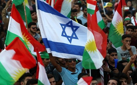 Kurdish people  fly an Israeli flag and Kurdish flags during an event to urge people to vote in the upcoming independence referendum in Erbil on September 16, 2017. Photo:  AFP / Safin Hamed