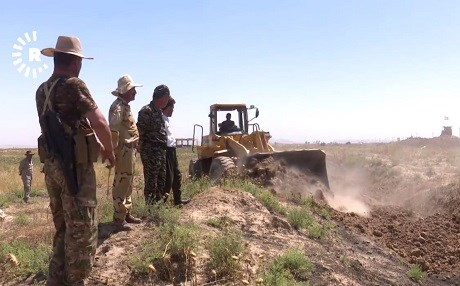 Peshmerga fortifying their positions south of Kirkuk this summer. File photo: Rudaw