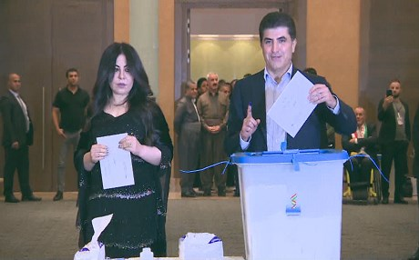 Prime Minister of the Kurdistan Regional Government Nechirvan Barzani (C) and his wife Nabila (L), cast their vote for the Kurdish independence referendum at a hotel in Erbil on September 25, 2017. Photo: AFP/Ahmed Deeb