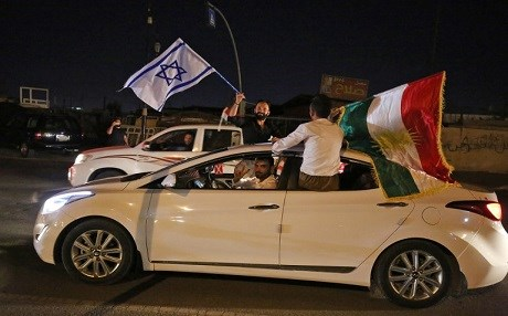 Kurdish people carry the Kurdish and the Israeli flags in the streets of the northern city of Kirkuk on September 25, 2017 following a referendum on the independence. Photo: AFP/Ahmad Al-Rubaye