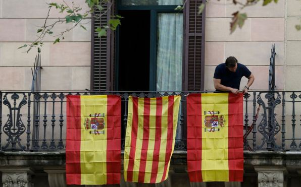 Spanish and Catalan flags displayed in Barcelona. Photo: AFP