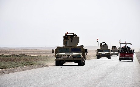 Iraqi army reinforcements drive down a road, linking Hawija to Kirkuk, near the village of Khabbaz on October 7, 2017. Photo: AFP /Marwan Ibrahim