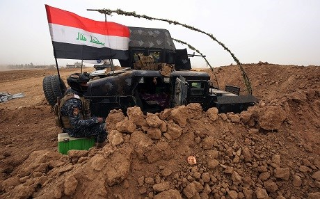 Iraqi forces gather at their camp on the front line in the northwestern town of Fishkhabur, near the borders with Syria and Turkey, on October 28, 2017. Photo: AFP / Ahmad al-Rubaye