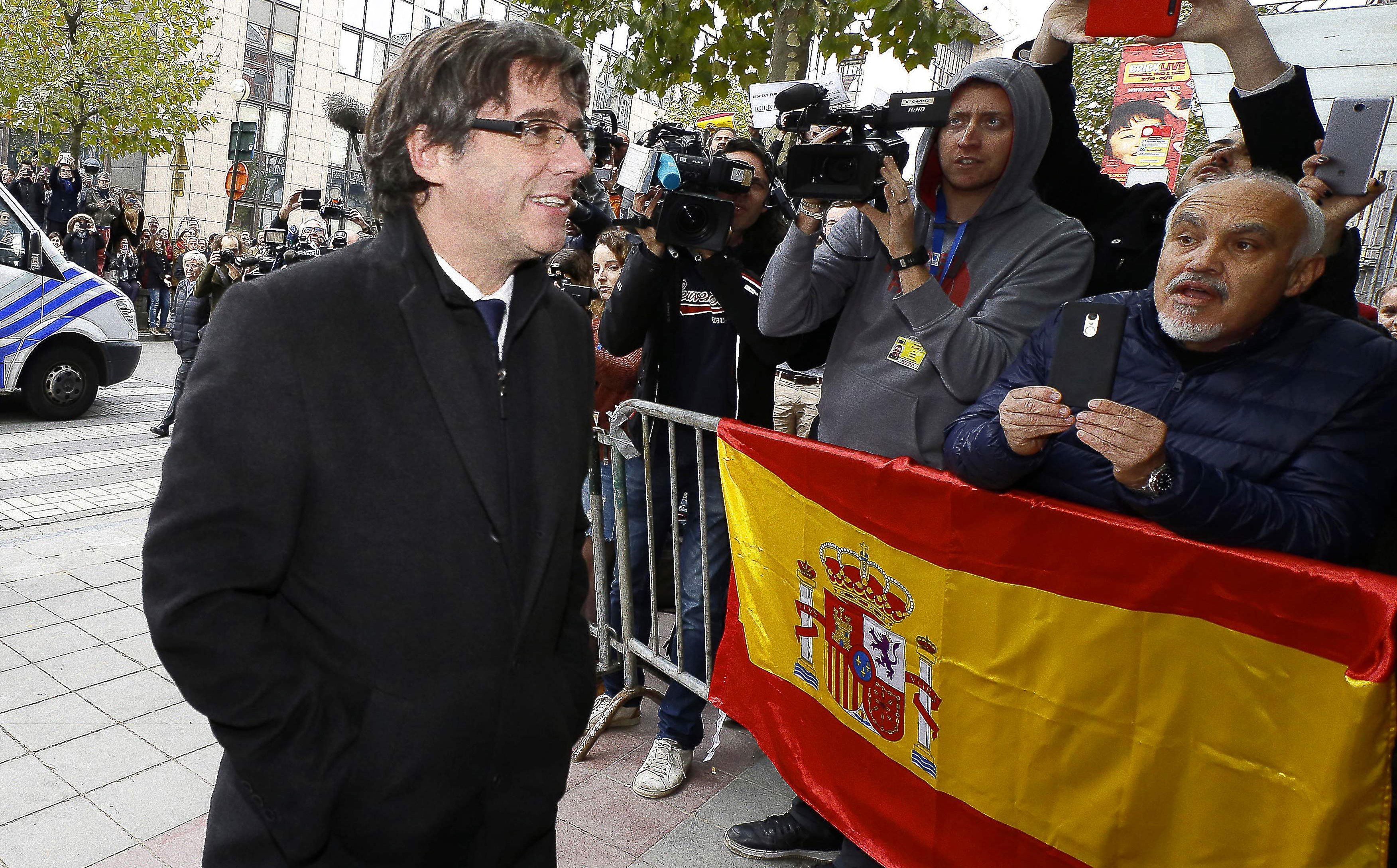 Carles Puigdemont, dismissed Catalonian president, walks past a Spanish flag as he arrives for a press conference in Brussels last week. Photo: Nicolas Maeterlinck/AFP