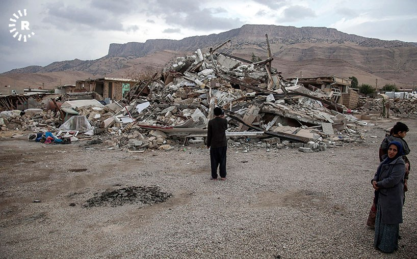 People look at the rubble of homes destroyed in the November 12 earthquake. Photo: Bahman Shabazi/Rudaw