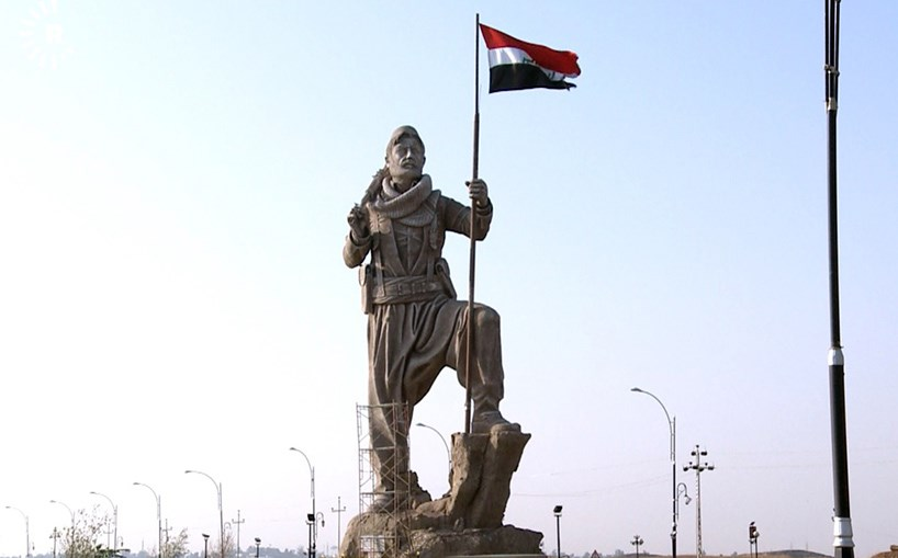 The Iraqi flag replaced the Kurdistan one on Kirkuk's Peshmerga statue, guarding over the northern gate to the city, when control of the city was taken over by Iraqi forces in October. Photo: Hiwa Hussamadin/Rudaw