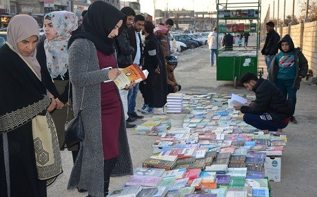 Iraqis buy and sell books on a pavement in the former embattled city of Mosul on January 12, 2018 six months after Iraqi forces retook the northern city from Islamic State (IS) jihadists. Photo: AFP/ Ahmad Muwafaq