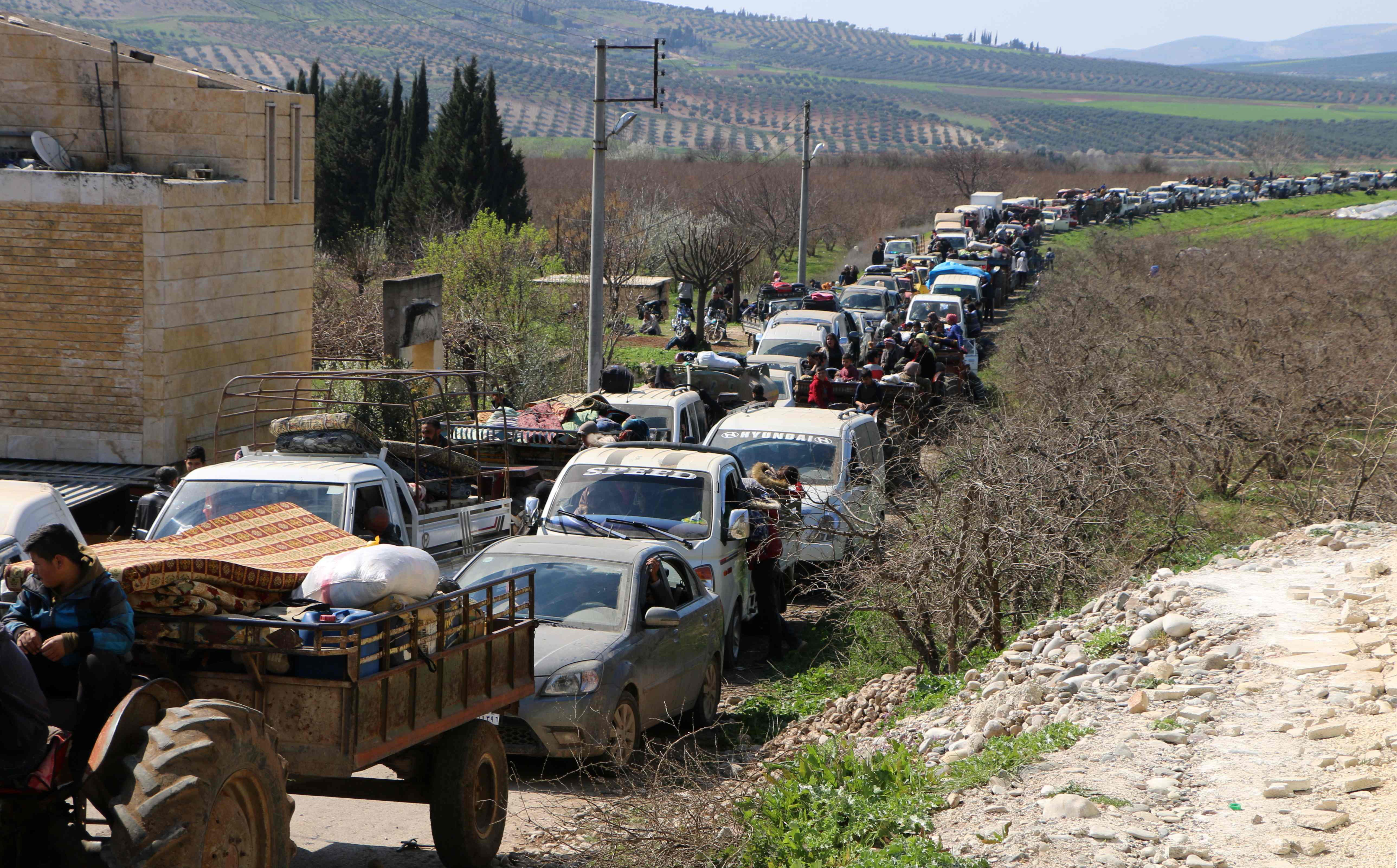 Hundreds of civilians are fleeing Afrin city as Turkish forces advance. Photo: AFP