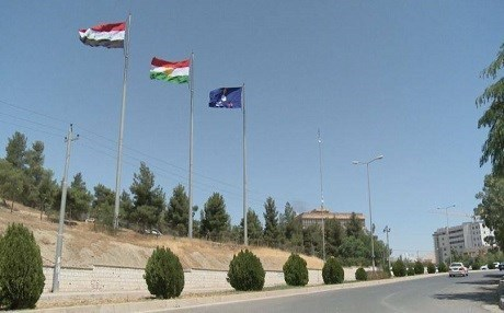 Flags of Iraq, the Kurdistan Region, and Gorran fly near the Change Movement's headquarters in Sulaimani. Photo: Rudaw TV