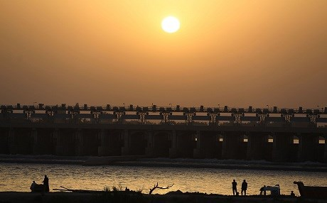 A picture taken on July 6, 2018 shows an Iraqi sunset by the Kut Dam, southeast of the capital Baghdad. Photo: Ahmad al-Rubaye | AFP