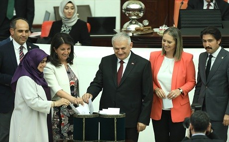 HDP co-chair Pervin Buldan (2nd from left) and Binali Yildirim (centre) cast their ballots in the first round of voting for parliament speaker in Turkey's Grand National Assembly on Thursday. Photo: Adem Altan/AFP