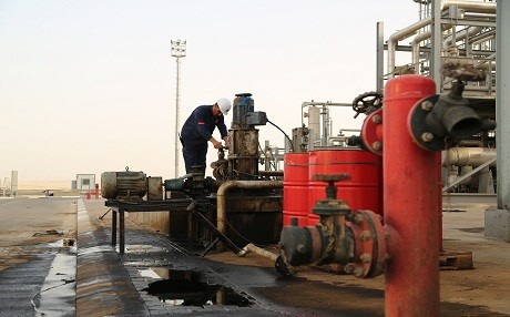 An employee works at an oil facility in the Kurdistan Region. File photo: Rudaw