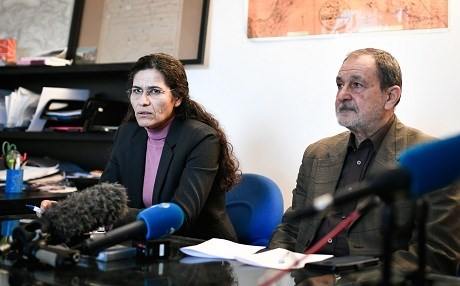 Two top political leaders of the Syrian Kurdish alliance and co-chairs of the Syrian Democratic Council Riad Darar (R) and Ilham Ahmed (L) deliver a speech during a press-conference, in Paris, on December 21, 2018. Photo: Stephane de Sakutin/AFP