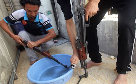 Volunteer fighters clean their weapons following a call to arms by Shiite authorities. Photo: AFP