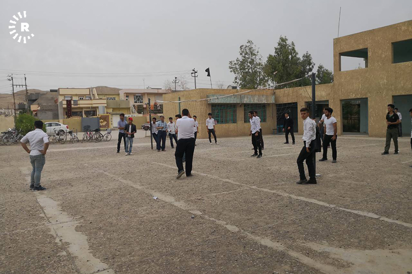 in pictures  kurdish schools resume in khurmatu  but with low tu