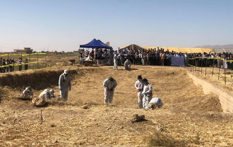 Exhumation of a mass grave of victims of the Islamic State (ISIS) begins in Solagh, in the Shingal region of Iraq's Nineveh province. Video: Fazel Hawramy/Rudaw